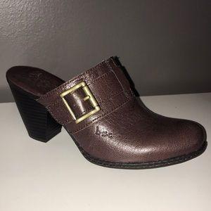 Shoes - NWOT Brown b•ø•c Clogs with Heel
